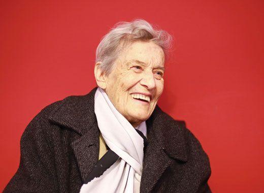 Вера ВУЧКОВА (1925 – 2014), актерка  Во легендата за почетокот или Колку е блиску сонцето. Почина актерката Вера Вучкова-Жежељ